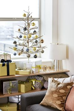 a cute modern day Christmas ... I guess if you weren't home for Christmas or its just you and one other person... Who can organize presents on a shelflike that?? Hehe