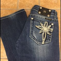 Miss Me Jeans • Boot Cut • 26 • Snow Flake Pockets Miss Me Jeans • Boot Cut • Style # JP5363B • Med Wash • 98% Cotton & 2% Elastane • Size 26 • Inseam 31 • couple small stones from back pockets gone (priced accordingly) but other than that they are in EXCELLENT CONDITION! I  just dramatically dropped as low as I'll go and these jeans are absolutely gorgeous 👖 Miss Me Jeans Boot Cut