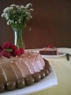 Bolo de chocolate húmido e sem farinha  http://asreceitasdoselminho.blogspot.pt/2015/07/bolo-de-chocolate-humido-e-sem-farinha.html  #gordiceboa #chocolate #adeusdieta #sobremesa #domingo #guloso #lorrainepascale #cake #gordelicia #delicia #receita #verão #diabom #food #foodphotographic #gluten #foodart #gourmet #photooftheday #love #me #sweet #cut #instafood #instagood #foodporn #foodbloger #recipe