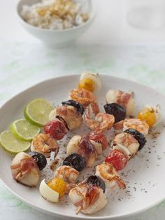 Brochette de St Jacques et gambas - The Best Bbc Good Recipes Grilling Recipes, Meat Recipes, Mexican Food Recipes, Cooking Recipes, Healthy Recipes, Ethnic Recipes, Spanish Recipes, Prawn Skewers, Bbq Skewers