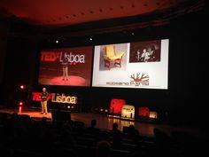 António Fernandes traz ao #ElefantenaSala o movimento maker, que acredita na partilha das criações. Desde o primeiro FABLab no MIT surgiram muitos mais, 7 dos quais em Portugal, o que permitiu criar ferramentas normalmente caras e vedadas ao cidadão comum. Assim, um maker pode ser empreendedor no mercado mundial. #TEDxLisboa #ElefantenaSala