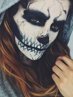 maquillaje-halloween-esqueleto-con-capucha