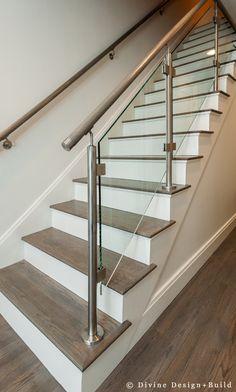 43 Affordable Glass Staircase Design Ideas - My Design Fulltimetraveler Glass Stairs Design, Home Stairs Design, Interior Stairs, House Design, Staircase Design Modern, Steel Stair Railing, Steel Railing Design, Staircase Railing Design, Staircase Ideas