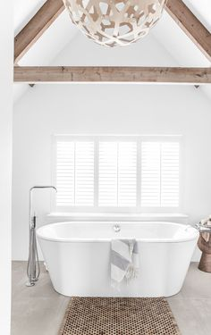 TOUR AROUND MY HOME: THE BATHROOM | THE STYLE FILES