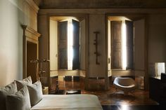 Vincenzo De Cotiis modern classical apartment in Milan, ph. Simon Watson, T magazine