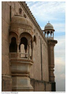 mosque derawar