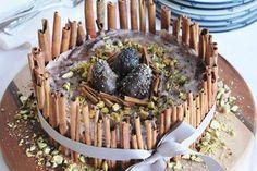 Recipe: Raw Vegan Berry Ice Cream Cake with Chocolate Eggs, Pistachios and Cinnamon