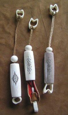Reindeer Antler Needle Case - Kellam Knives Worldwide, Inc. - Finnish Puukko Knives and Products Antler Crafts, Antler Art, Needle Case, Needle Book, Sewing Tools, Sewing Notions, Vikings, Antler Jewelry, Bone Crafts