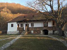 Valea Zalanului Beautiful Architecture, Beautiful Landscapes, Visit Romania, Traditional House, Old Houses, Countryside, House Plans, Farmhouse, Exterior