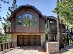 VRBO.com #388208 - Luxury 3-Story Home: Elevator, Hot Tub, Pool Table with Stunning Lake Views! - no yard.