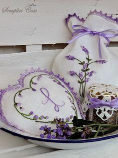 Lavender Cottage, Lavender Green, Lavender Bags, French Lavender, Lavender Sachets, Lavender Fields, Lavender Flowers, Purple Flowers, Lavender Crafts