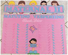 """Painel Pedagógico feito em eva com o tema crianças. <br>Contém espaço para 48 nomes de crianças, sendo 24 meninas e 24 meninos, separados por turnos """"matutino"""" e """"vespertino""""."""