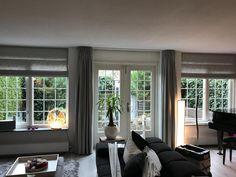 Grijze grove linnen (look) vouwgordijnen en gordijnen. www.lizgordijnen.nl Windows, Inspiration, Home, Biblical Inspiration, Ad Home, Homes, Haus, Inspirational, Ramen