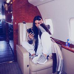 7 Kardashian-Jenner Women Ranked By How Fucking Crazy Their Week Was Kourtney Kardashian, Kim Kardashian Photoshoot, Kardashian Style, Kardashian Jenner, Kylie Jenner Look, Kendall And Kylie Jenner, Kim K And Kanye, Business Hairstyles, Private Jet