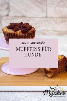 Auch Hunde müssen verwöhnt werden! Probiere unbedingt das leckere Muffin Rezept für Hunde aus:) Mango Muffins, Live, Desserts, Food, Dog Biscuits, Biscuits, Simple, Tailgate Desserts, Essen