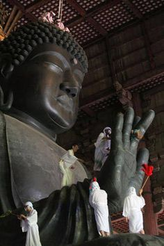 Historic Temples of Japan: The Great Buddha of Nara was built to honor Vairocana Buddha as a protector of Japan. Buddhist monks clean the high Buddha at the Todaiji Temple on August 2008 in Nara, Japan. The Great Buddha was completed in AD ° Buddha Buddhism, Buddhist Monk, Buddhist Temple, Todai-ji Temple, Japanese Temple, Japanese Shrine, Japon Tokyo, Dalai Lama, Place Of Worship