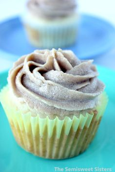 Brown Sugar Frosting made without powdered sugar Homemade Vanilla Frosting, Chocolate Swiss Meringue Buttercream, How To Make Frosting, Vanilla Buttercream Frosting, Frosting Recipes, Cream Cheese Frosting, Powered Sugar Frosting, Frosting Without Powdered Sugar