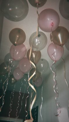 #party #20 #balloons Aesthetic Pastel Wallpaper, Aesthetic Backgrounds, Pink Aesthetic, Aesthetic Wallpapers, Birthday Girl Quotes, Birthday Goals, Tumblr Birthday, 50th Birthday, Photo Wall Collage