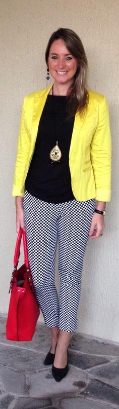 Look de trabalho - look do dia - blazer amarelo - calça peb - preto e branco - black and white - bolsa vermelha