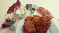 Leckere Zucchini-Möhren-Puffer mit frischem Kräuter-Quark. Nicht nur im Herbst ein Hit.