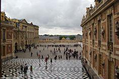 Версаль.  Дворцовая  площадь.