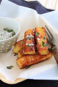 Crusty fries of polenta with ricotta, salt with sage - - Cold Appetizers, Vegetarian Appetizers, Appetizer Recipes, Vegetarian Recipes, Healthy Recipes, Crispy Polenta, Baked Polenta, Polenta Fries, Ricotta