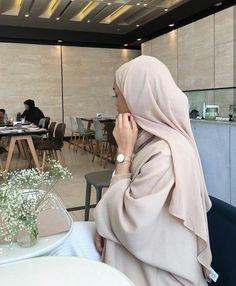 Niqab Fashion, Modest Fashion Hijab, Girl Fashion, Islamic Fashion, Muslim Fashion, Muslim Girls Photos, Mode Turban, Mode Ootd, Hijab Fashionista