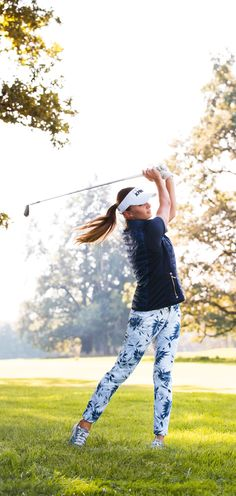 Make a big splash – with both your golf swing and your outfit. These intricately palm-print-patterned navy blue and white women's golf pants are definitely a way to stand out on the course.