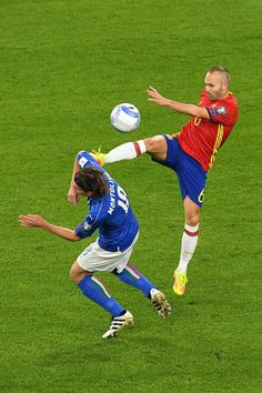Andres Iniesta of Spain and Riccardo Montolivo of Italy fight for the ball during the FIFA 2018 World Cup Qualifier between Italy and Spain at Juventus Stadium on October 6, 2016 in Turin, Italy.
