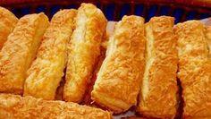 Hozzávalók: 70 deka liszt 1 cs sütőpor 2 kksó 50 dkg margarin 12 ekvíz 2 ek20 %-os ecet A kenéshez: 1 felvert tojás reszelt keménysajt Így készítsd: A lisztet összeszitáltam a sütőporral, gyúró…