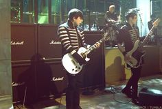 Frank Iero and Mikey Way  Guitar man