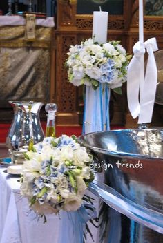 White and a touch of blue for the christening of a baby boy.  White and blue hydrangeas, white freesias.   Ασπρες και μπλε ορτανσίες, άσπρος λυσίανθος και άσπρες φρέζες για τα μπουκέτα της κολυμπήθρας και την λαμπάδα.