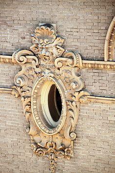 Building details in Savannah, GA  Photo by Juergen