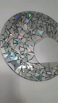 A Comprehensive Overview on Home Decoration - Modern Crafts With Cds, Old Cd Crafts, Diy Crafts Hacks, Diy Crafts For Gifts, Diy Home Crafts, Diy Arts And Crafts, Cool Paper Crafts, Cd Decor, Diy Wall Decor