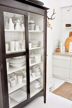 Dish cabinet instead of wall cabinets – Tableware Design 2020 Modern China Cabinet, China Cabinet Display, Dish Cabinet, Glass Display Cabinets, Kitchen Cabinets With Glass Doors, Rustic China Cabinet, Small China Cabinet, Cupboard, Kitchen Display Cabinet