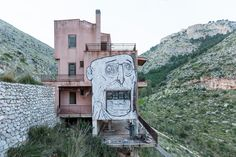 A street art project conceived by artists in Palermo draws attention to a nature preserve that is a symbol of real estate speculation. In Sicily Planning Maps, Urban Planning, Mafia, State Of Decay, Art Village, Street Artists, Graffiti Art, Palermo, Sicily