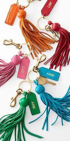 Leather monogrammed tassels are a fun way to accessorize any handbag or luggage. Leather Accessories, Leather Jewelry, Leather Craft, Summer Accessories, Jewelry Accessories, Couture Cuir, Crea Cuir, Leather Tassel Keychain, Diy Jewelry