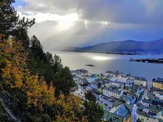 Beautiful autumn in Norway. 😊 Photo from Mt. Aksla in Ålesund. Beautiful Photos Of Nature, Nature Photos, Alesund, West Coast, Norway, River, Mountains, Outdoor, Autumn