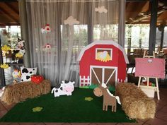 Farm party: barn for photo booth Party Animals, Farm Animal Party, Farm Animal Birthday, Cowboy Birthday, Farm Birthday, Boy Birthday Parties, Birthday Party Decorations, Petting Zoo Birthday Party, Farm Decorations