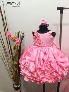 Baby Frocks Party Wear, Kids Party Wear Dresses, Baby Girl Party Dresses, Girls Formal Dresses, Dresses Kids Girl, Little Girl Gowns, Little Girl Pageant Dresses, Kids Frocks Design, Baby Frocks Designs