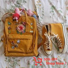 hat color is your backpack/bag? also i always get asked where the flower pat Mochila Kanken, Mini Mochila, Diy Backpack, Kanken Backpack, Backpack With Patches, Backpack With Pins, Yellow Kanken, Looks Style, My Style