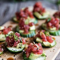 Spicy Tuna And Cucumber Bites Spicy Tuna And Cucumber Bites. A fancy appetizer or snack with an Asian flavor inspiration. - Everything About Appetizers Paleo Appetizers, Elegant Appetizers, Mini Appetizers, Appetizer Recipes, Appetizer Ideas, Asian Appetizers, Delicious Appetizers, Asian Snacks, Seafood Recipes
