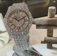 Diamond are a girls best friend but we do love all things shiny and lots of bling bling Cute Jewelry, Gold Jewelry, Jewelry Box, Jewelry Watches, Jewelry Accessories, Jewellery, Bling Bling, Beautiful Watches, Diamond Are A Girls Best Friend