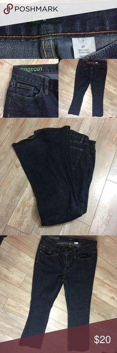 "J Crew Womens Stretch Bootcut Jeans Size 27 Dark💛 J Crew Womens Stretch Bootcut Jeans  Size 27 (28x37) Dark Wash JCrew  Tag Size: 27 Across Waist: 14"" (28"" around) Rise: 8"" Length: 40.5"" Inseam: 31"" Material: 98% Cotton, 2% Spandex Condition: Pre-owned. Excellent condition! No fraying or distress. J. Crew Jeans Boot Cut"