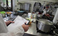 Seize restaurants et snacks de Villeneuve-Loubet plage et de La Colle-sur-Loup ont été contrôlés en début de semaine par la répression des fraudes. Assistées par les gendarmes de la brigade territoriale de Villeneuve-Loubet, l'Urssaf, la Cellule de lutte contre le travail illégal et les fraudes, la
