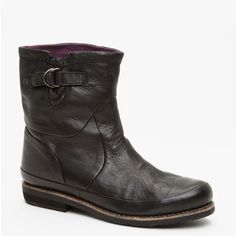 Blackstone Women's AW01 Boots in Black featured in vente-privee.com