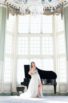 Elegant and glamorous Fine Art Maternity photography. Maternity Portraits, Maternity Photography, Cake Smash Photography, Glamour, Fine Art, Elegant, Blog, Classy, Chic