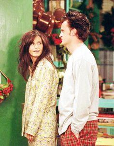 Monica and Chandler Friends Tv Show, Chandler Friends, Friends Cast, Friends Moments, Friends Series, I Love My Friends, Friends Forever, Chandler Bing, Monica And Chandler