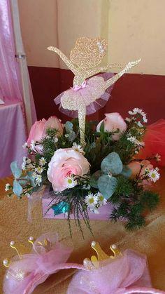 Hermoso centro de mesa, temática bailarina de ballet Ballerina Birthday, Girl Birthday, Tutu Party, Baby Shawer, Girl Shower, Quinceanera Dresses, Princess Party, Pink And Gold, Floral Wreath