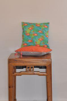 Housse de coussin en tissu flamant rose tropical : Textiles et tapis par la-fee-du-val Facebook: la fée du val